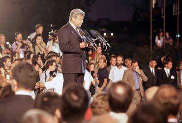 Milan Kučan on June 25, 1991. Slovenia ...